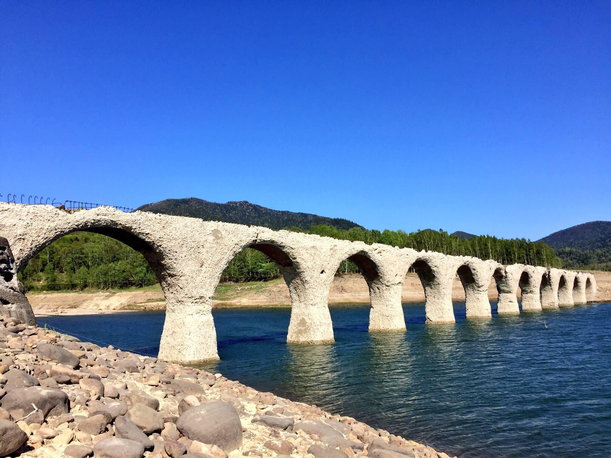 如畫般美麗的舊國鐵橋樑「TAUSYUBETSU橋」