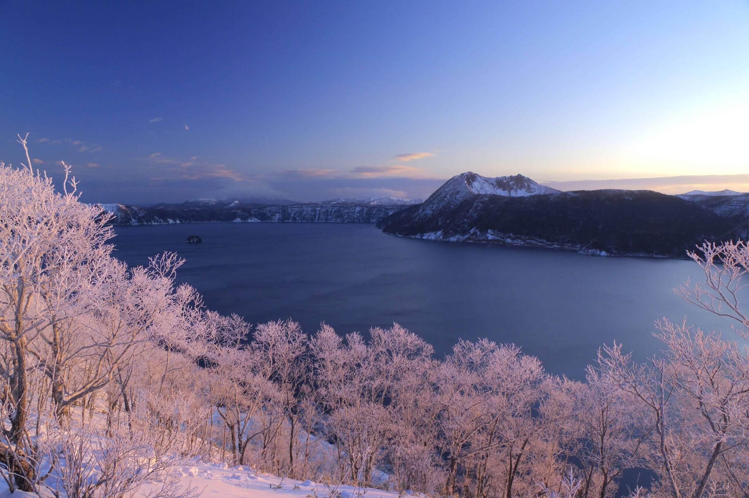 在樹冰的襯托下更顯夢幻的「摩周湖」