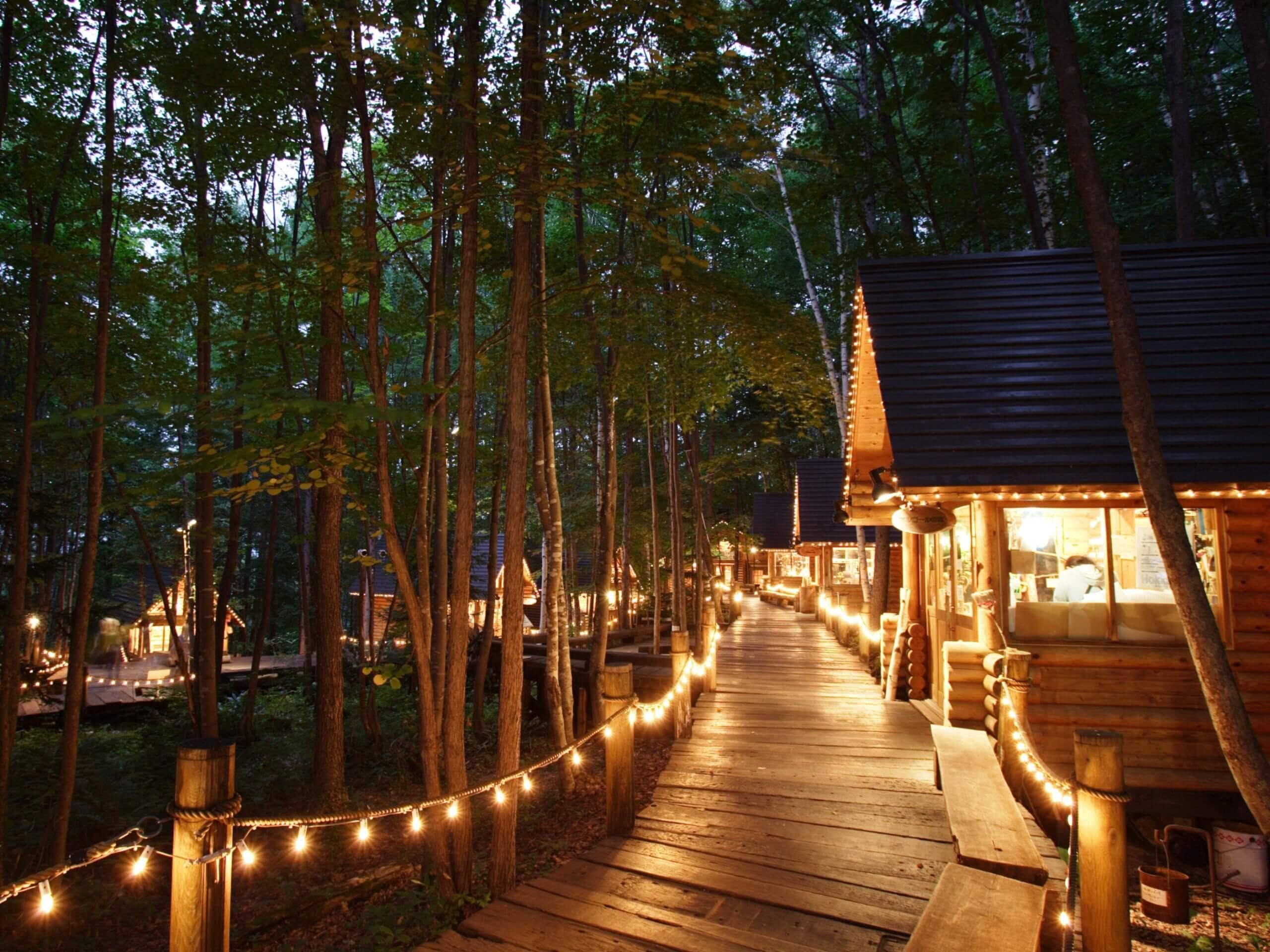 佇立在森林中的夢幻小木屋:森林精靈露台