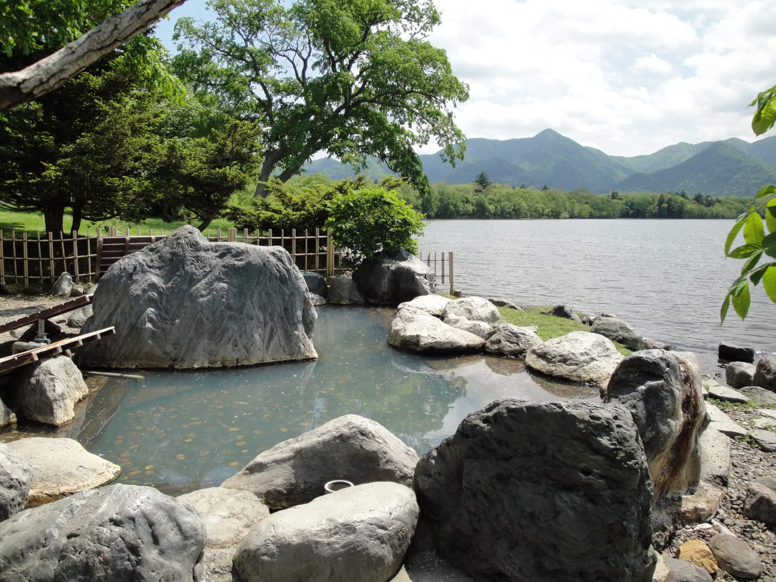 享受與大自然融為一體的泡湯體驗:古丹溫泉
