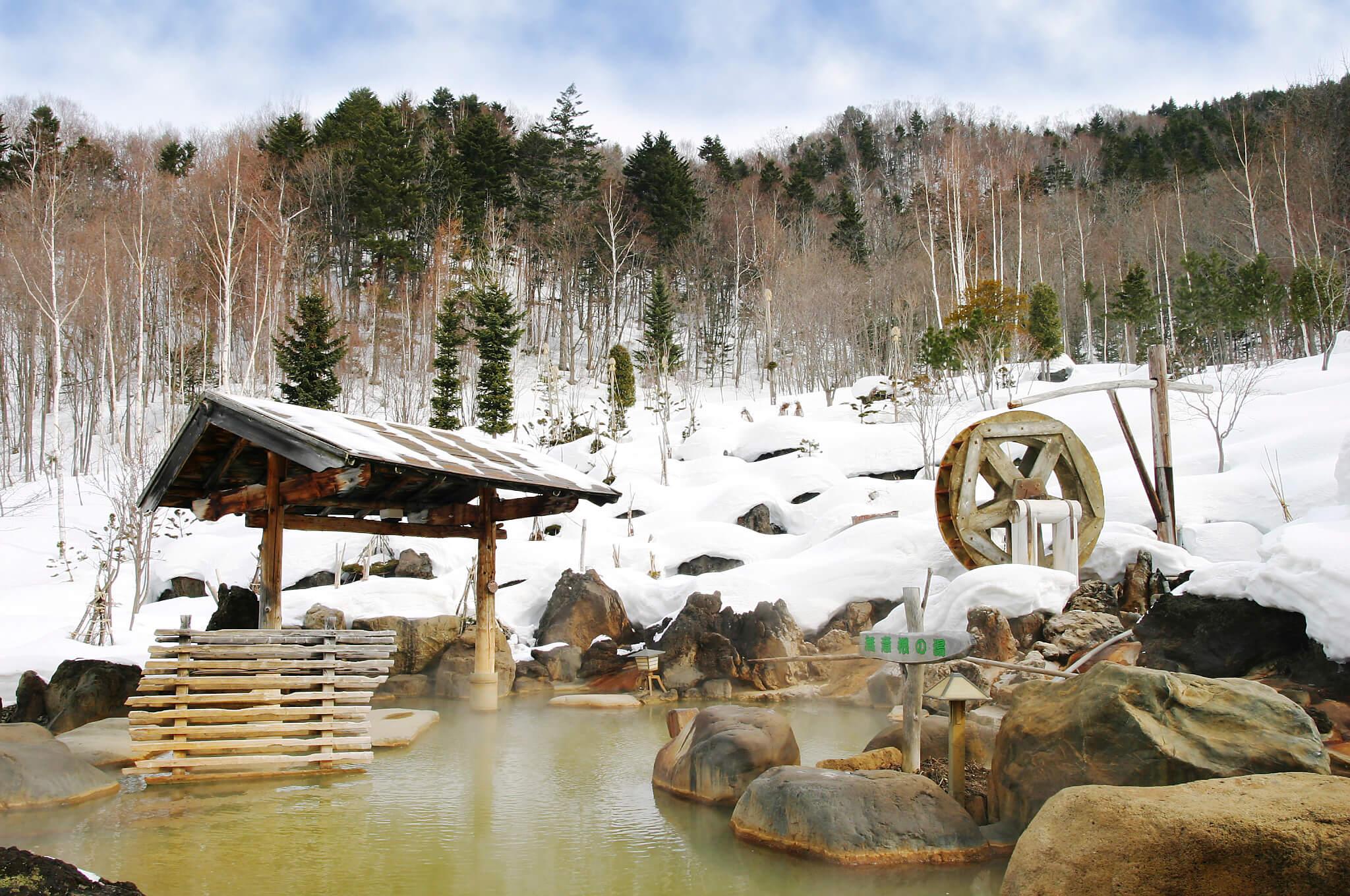 雪屋中品嚐蒙古烤肉:豐平峽溫泉