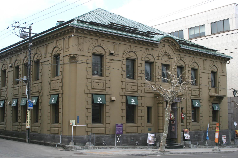 利用昔日銀行建築再生的複合餐廳「小樽BINE」
