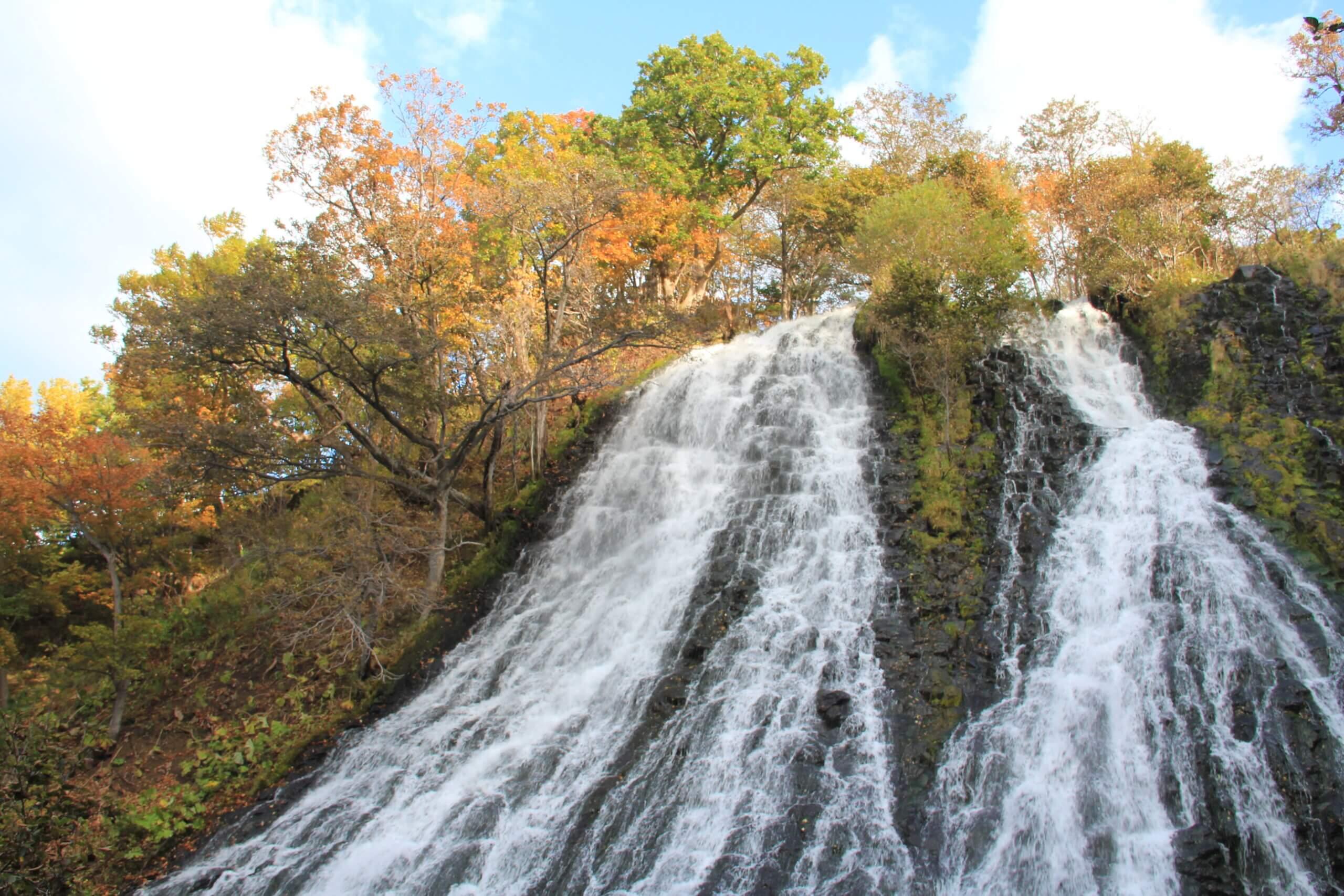 Oshinkoshin瀑布:日本百大瀑布之一的雙美瀑布