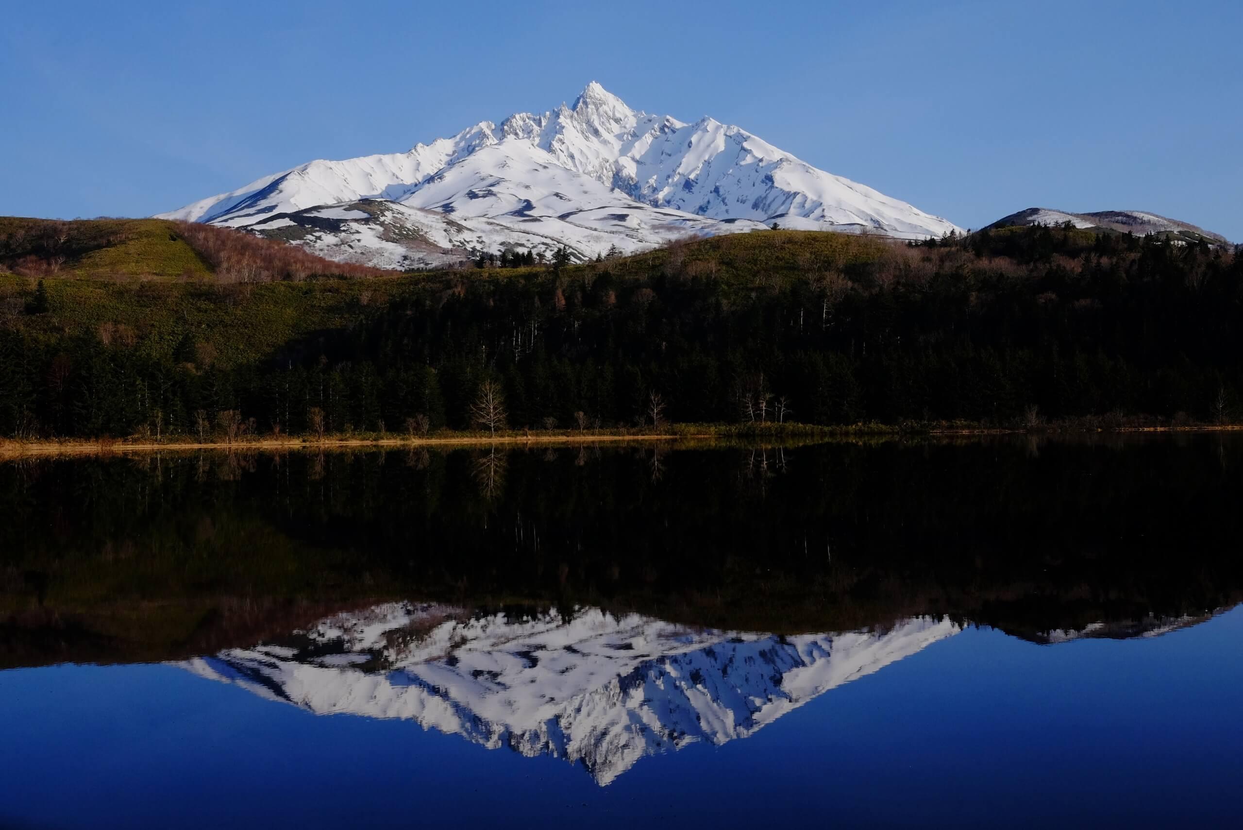 Otatomari沼:一覽湖泊與利尻山美景