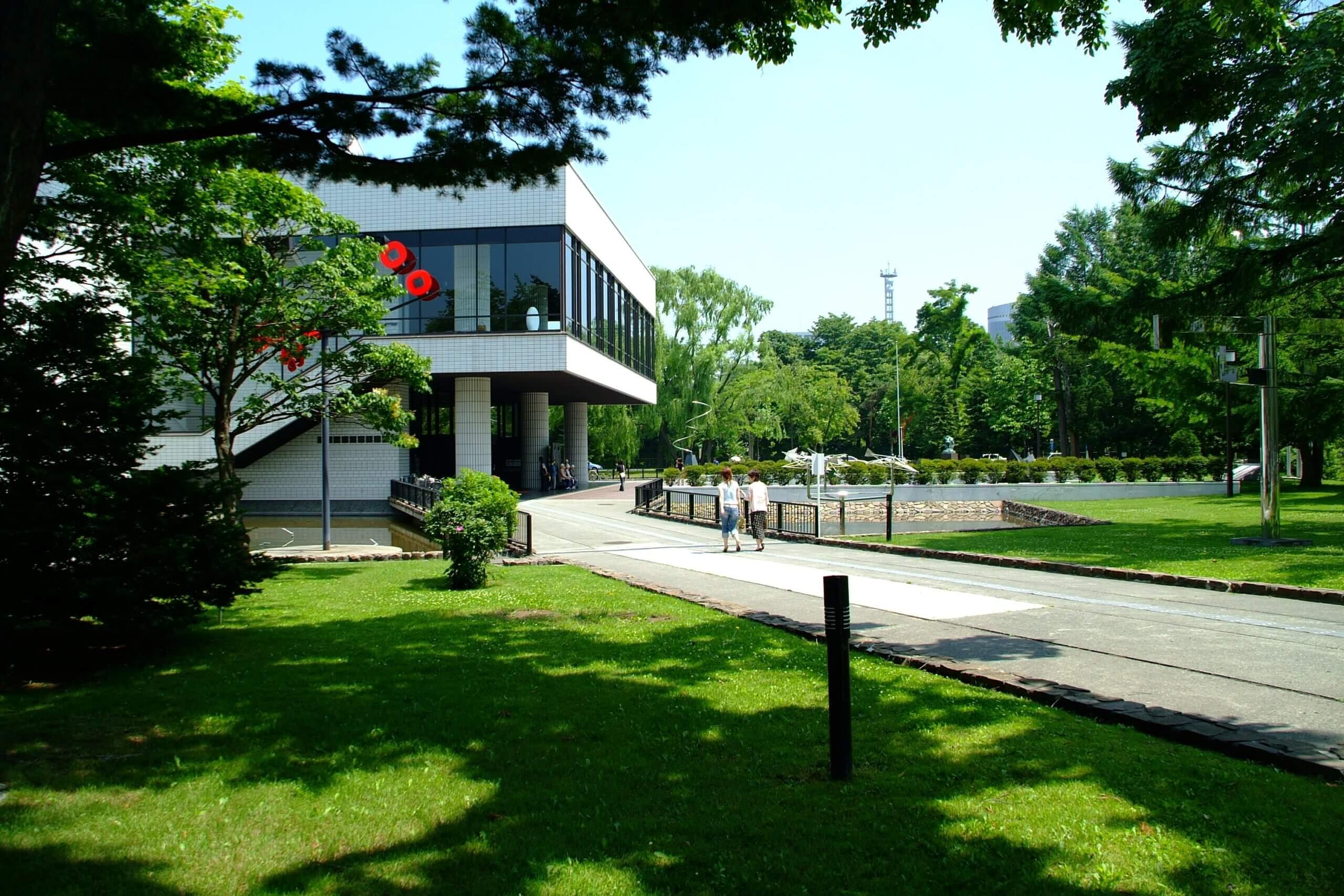 北海道立近代美術館:展現北海道玻璃工藝之美