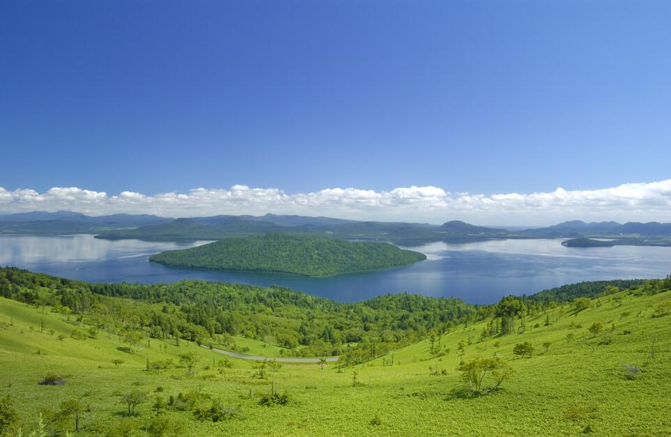 屈斜路湖:世界第二大火山湖美景