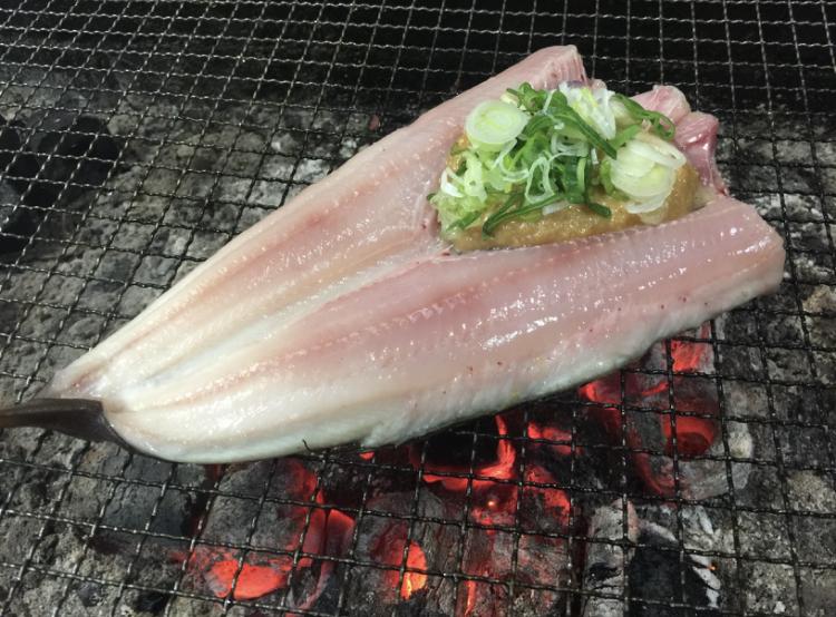 爐BATACHIDORI:圍繞在傳統的爐端燒台享用新鮮的當地海鮮