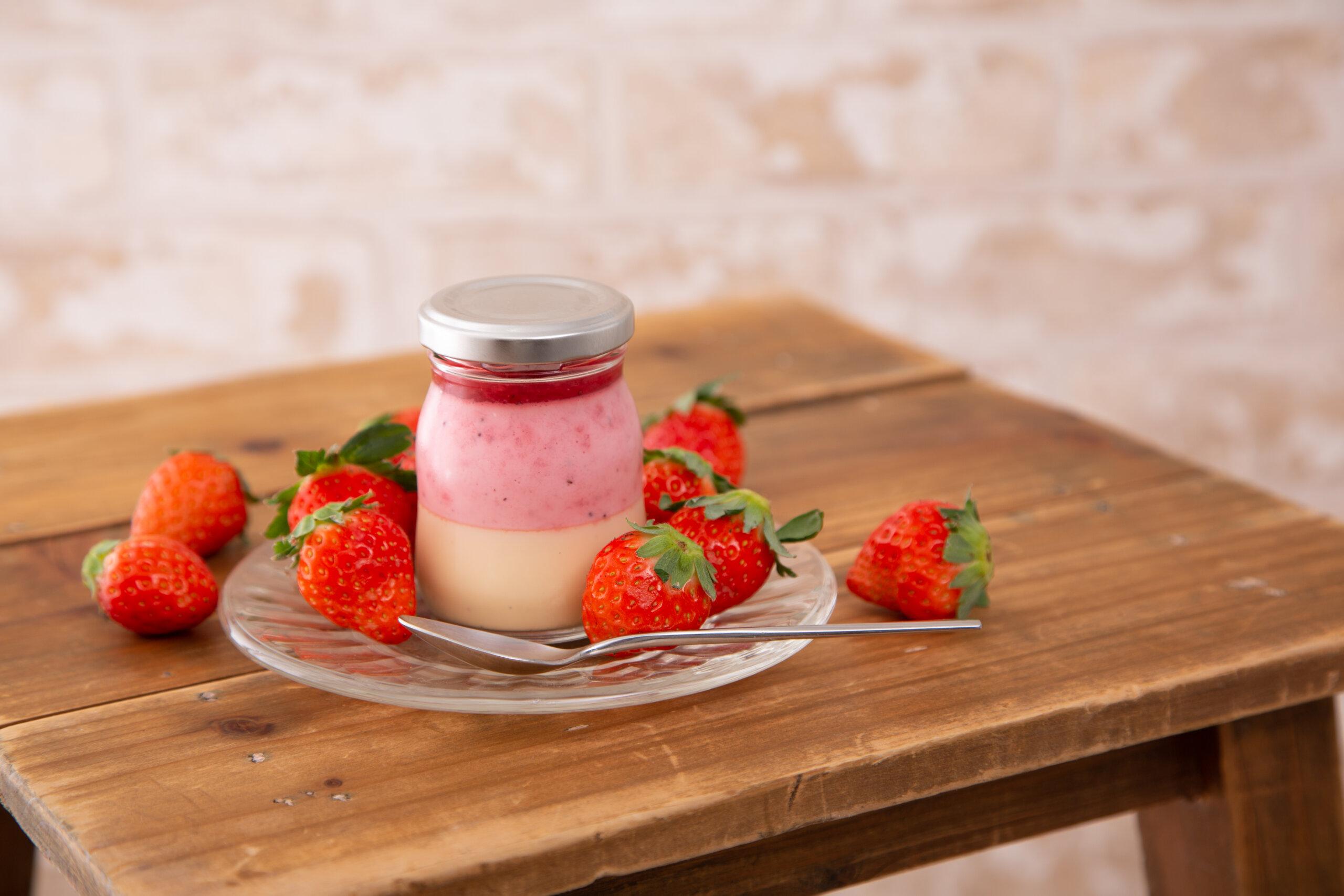 使用熟成草莓製作出各種夢幻的草莓甜點