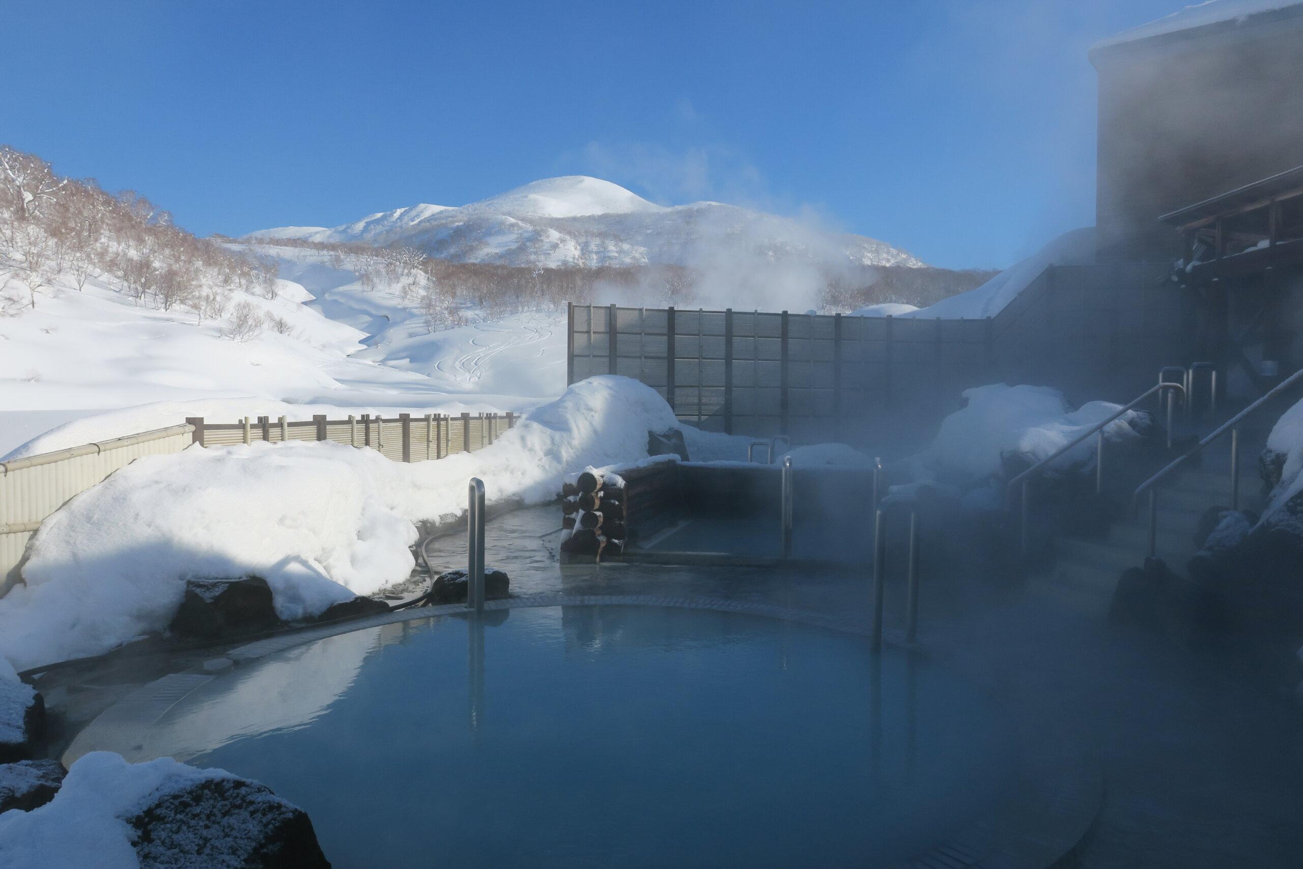 蘭越町交流促進中心 雪秩父:露天浴池的種類豐富,還能觀賞四季的自然美景