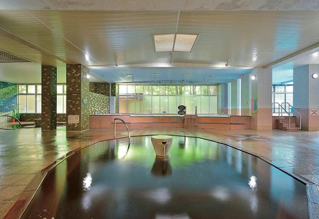 大平原飯店:利用露天浴池或室內浴池體驗北海道遺產的茶褐色溫泉