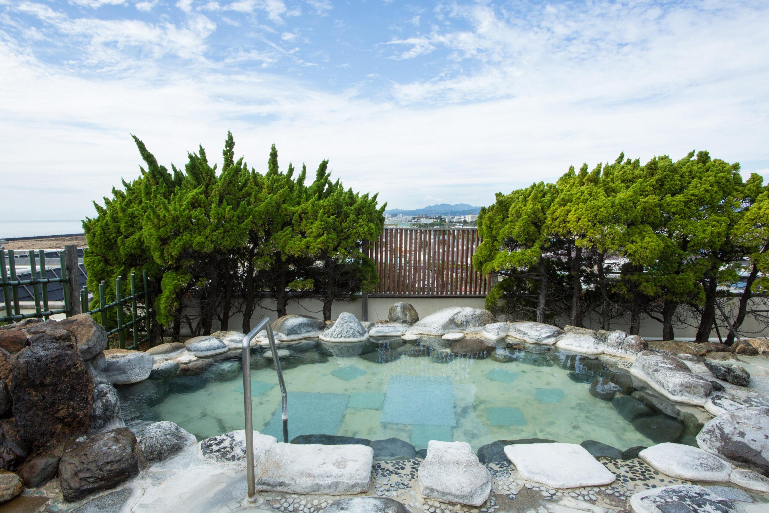 湯元 啄木亭:從頂樓浴池眺望函館的百萬夜景以及海上漁火