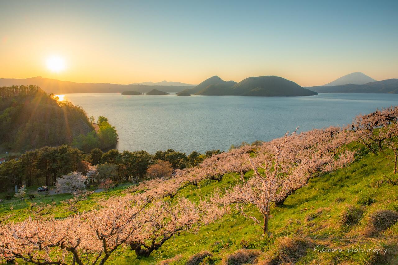 嚴冬過後,5月的狀瞥町。狀瞥公園內種有大約300棵梅樹,每年約於5月中旬盛開。©Noro Keiichi