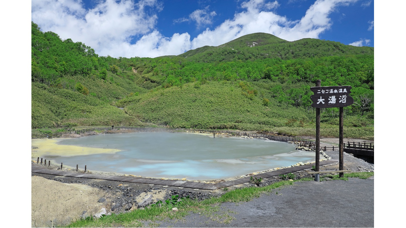 棲舍努普利山的山腳下有著新雪谷湯元溫泉大沼湯。在這裡可以近距離看到溫泉湧出的樣子。写真:©MASAMI GOTO/SEBUN PHOTO/amanaimages